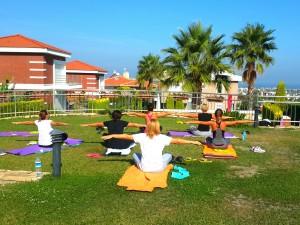 Farkındalık ve yoga terapi kampları, eğitimleri ve seminerleri artık İstanbul, İzmir, Çeşme, Antalya, Fethiye, Marmaris ve doğanın muhteşem olduğu birçok yerde. Bize katılın.