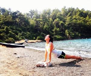 Canan Korkmaz ile Deniz Kenarında Doğada Yoga Tatili