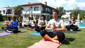 Alaçatı'da Nea Garden Otel'de Doğada Yoga Dersleri
