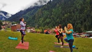 Canan Korkmaz ile İstanbul'da doğada yoga dersleri ile huzur bulun. (Ayder Yaylası Karadeniz Butik Yoga ve Doğa Keşif  Kampı.