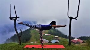 Doğru hareket yaşama enerjinizi yükseltir. Fotoğrafımız, Karadeniz, Pokut yaylasında Canan Korkmaz  ile butik  yoga kampında çekilmiştir.