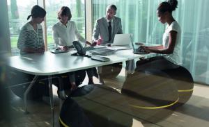 Ofis ve işyerinizdeki sıkıcı toplantı odalarını wellness ball ve spor aletleri ile wellness alanlarına dönüştürün. İstanbul'da Business Wellness Coaching programları başlamıştır.