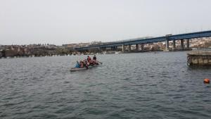 İstanbul, Haliç'te İsa Kurtca ile Dragon Boat kürek antrenmanları ile kurumsal şirketinizi şampiyon yapın.
