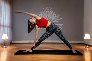 İzmir, Alsancak'ta yeni başlayanlara ve her seviyeden yoga dersi almak isteyenlere yönelik dersler başlıyor. Bilgi ve rezervasyon için 0531 525 77 47.