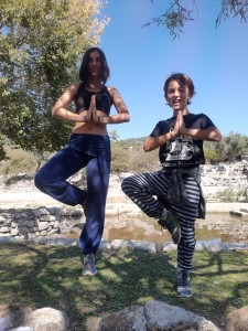 Her yaştan ve her seviyeden yoga severleri İzmir Alsancak'taki yoga stüdyomuza, derslerimize ve kamplarımıza  bekliyoruz.