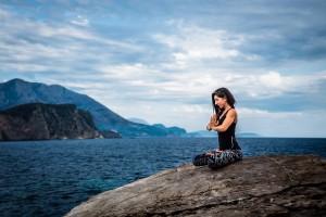 Alaçatı Çeşme'de yoga, nefes, sup, padlle board yoga dersleri başlamıştır.